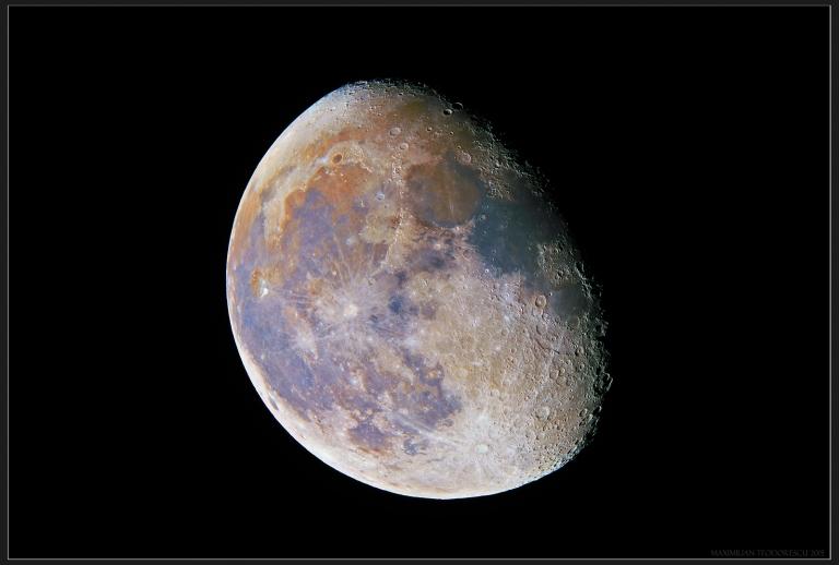 MoonInColorsNov30, 2015.jpg